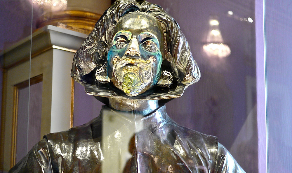 the Salvador Dali bust with a painting on its face