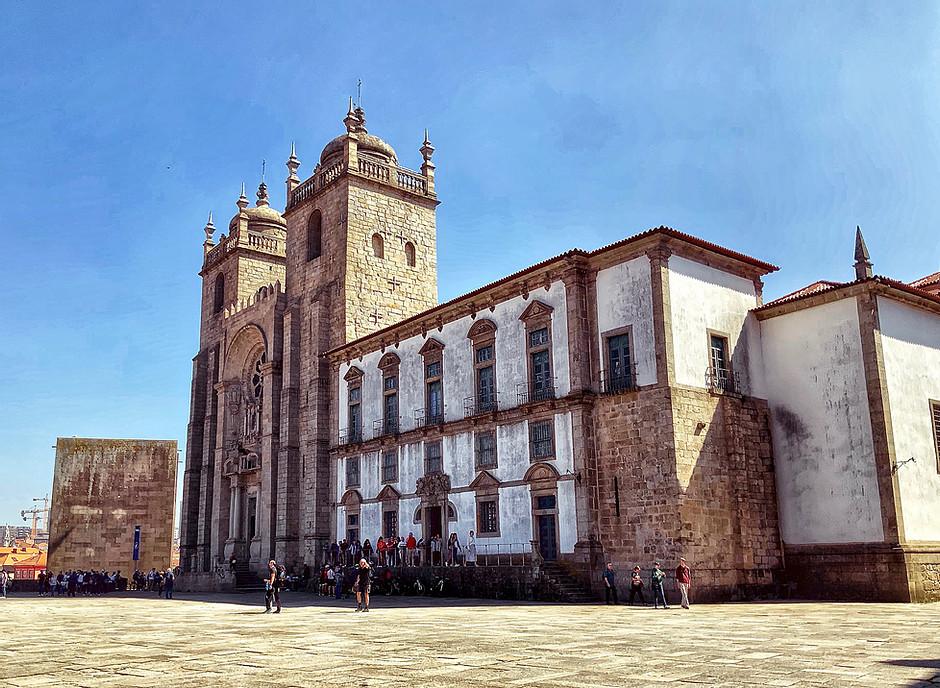 the exterior facade of Porto Cathedral