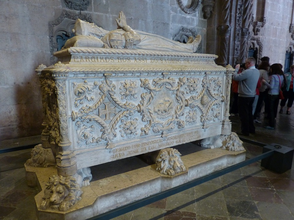 the ornate tomb of Vasgo de Gama -- though it has a Manueline style it was crated in 1898