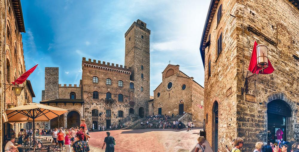 the Piazza del Duomo in San Gimignano