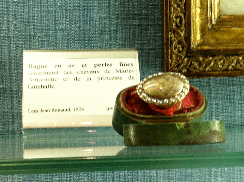a ring with Marie Antoinette's hair at the Musee Carnavalet
