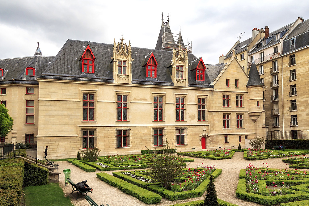 Hotel de Sens is a small urban palace, with architectural elements of a castle or fortress, which combines Gothic and Renaissance styles