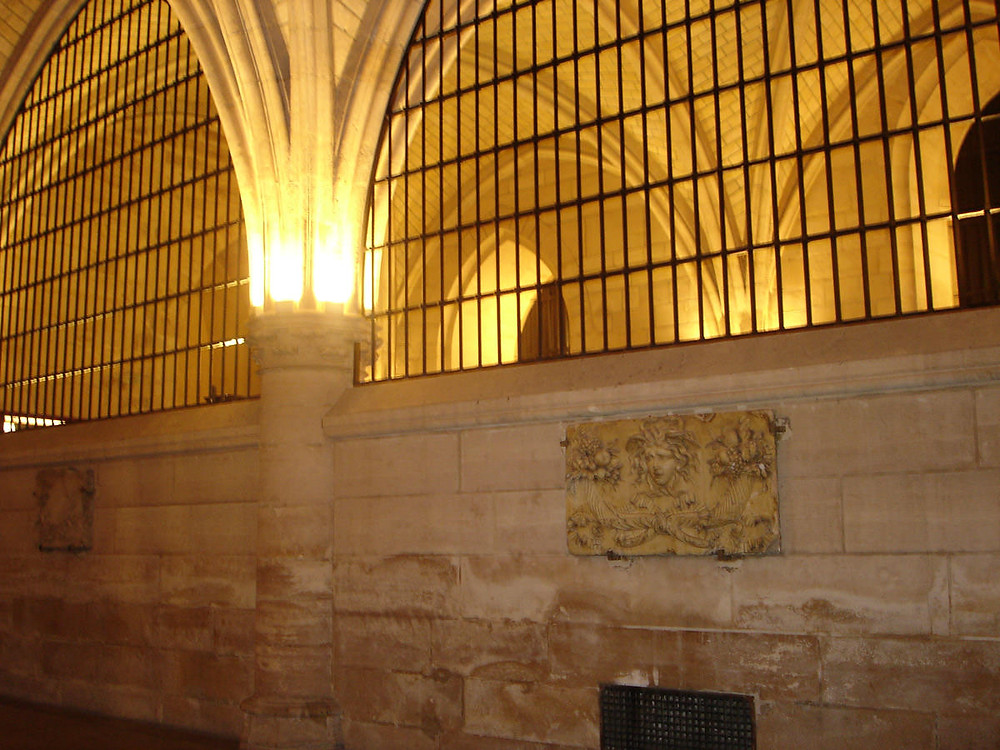 "the ""Rue de Paris"" or walkway of the executioner in the Conciergerie"