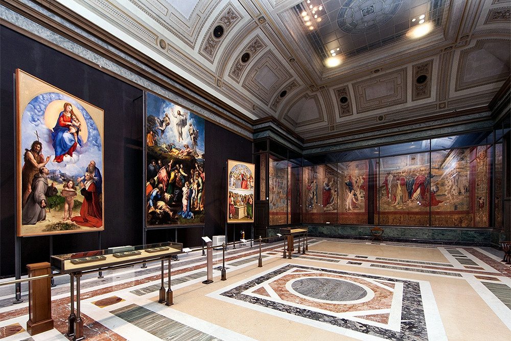 Room 8 of the Pinacoteca with Raphaels