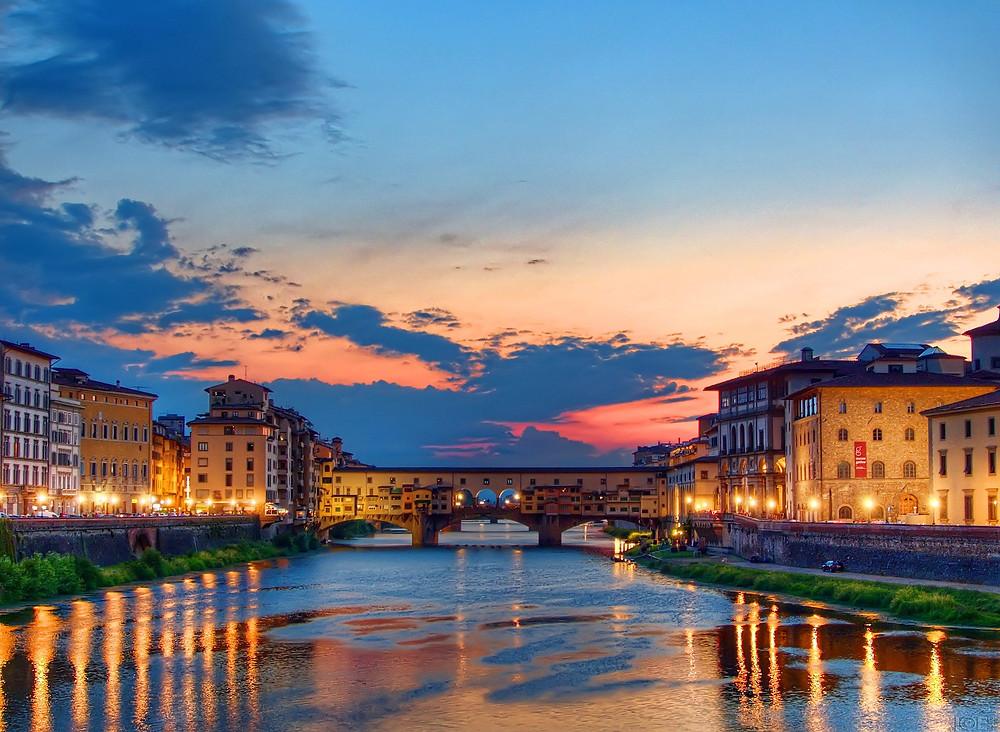 the Ponte Vecchio at night