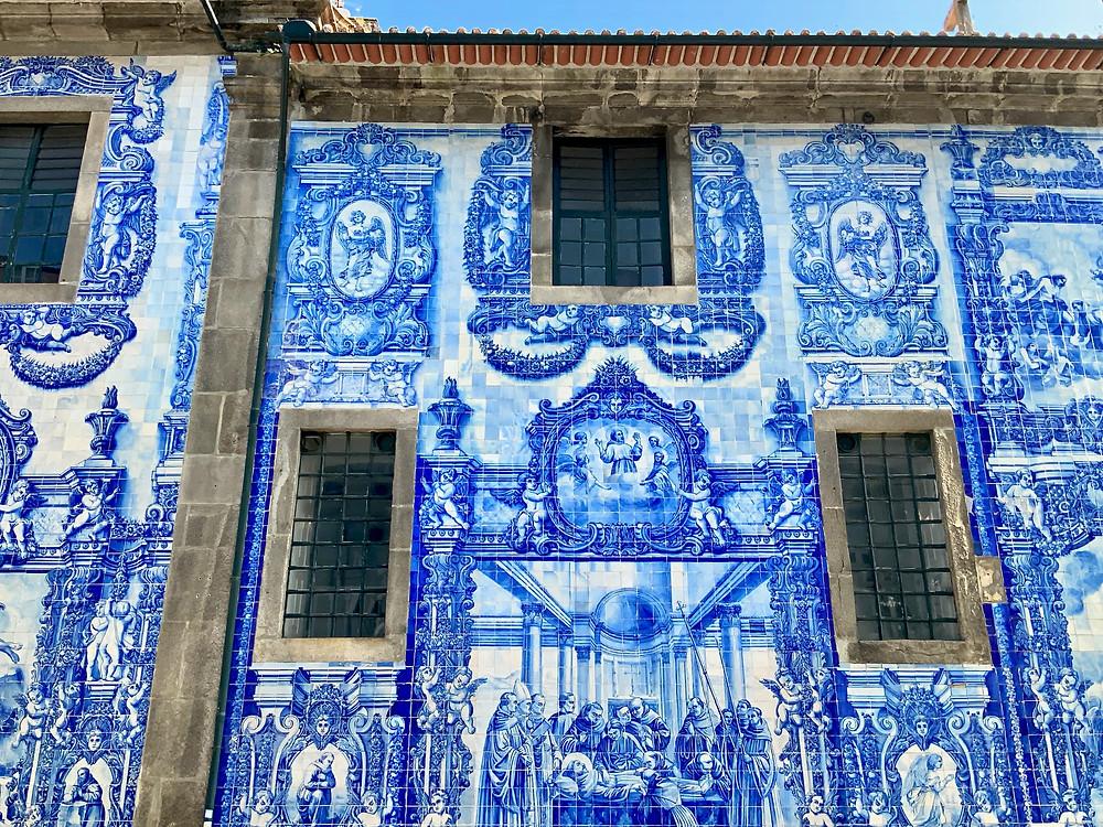 the facade of Capela das Almas
