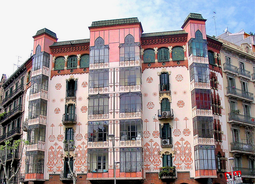 the pretty facade of Casa LLopis Bofill