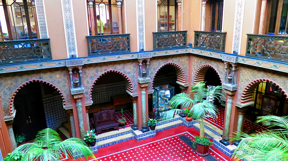the Moorish-looking restaurant Casa do Alentejo