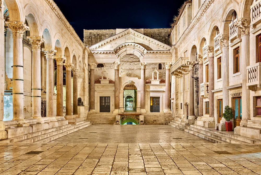 main courtyard of Diocletian's Palace called the Peristyle