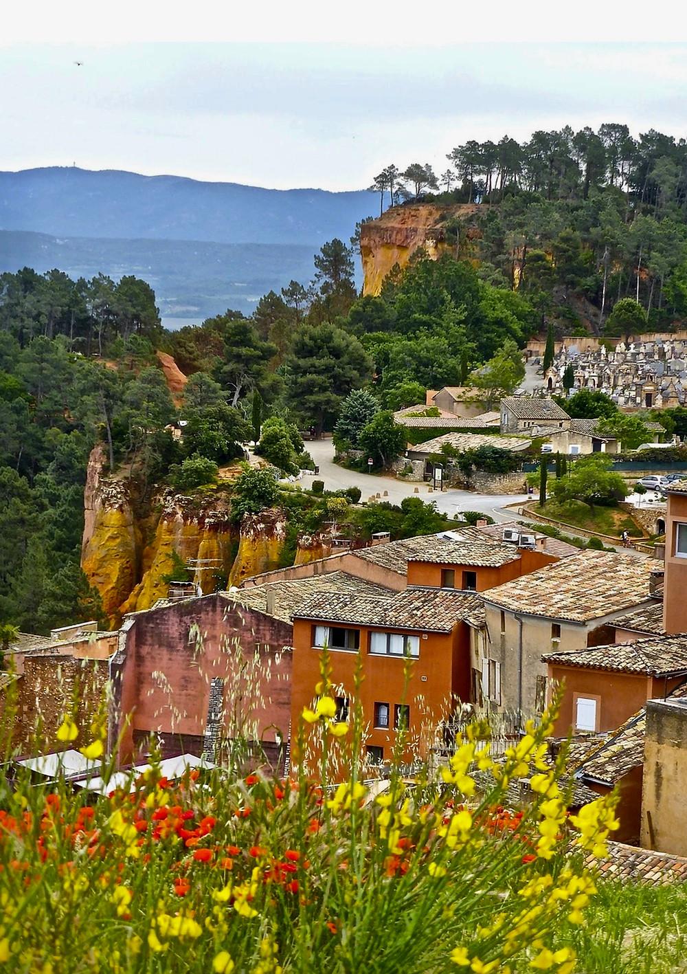 the pretty village of Roussillon