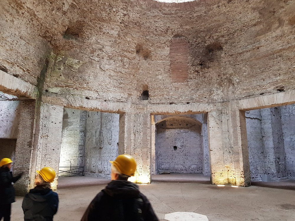 tourists in the Octagonal Room of Domus Aurea