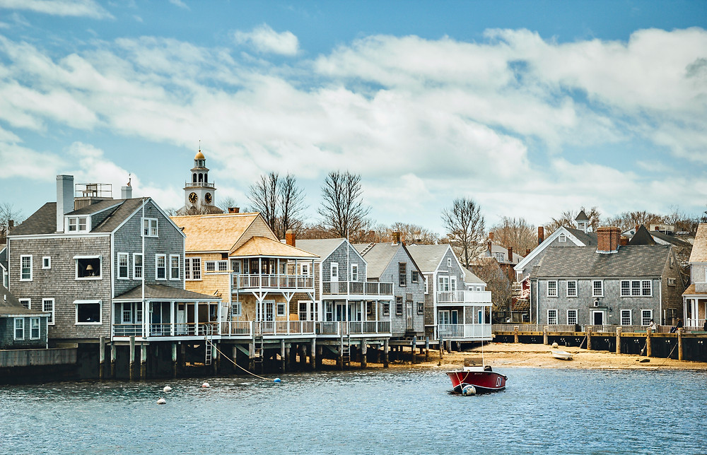 classic New England wooden homes n Nantucket Town