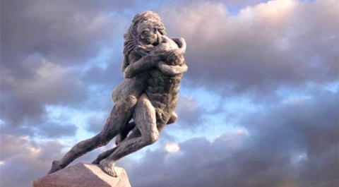 Lovers´ Leap statue in Plaza Castilla