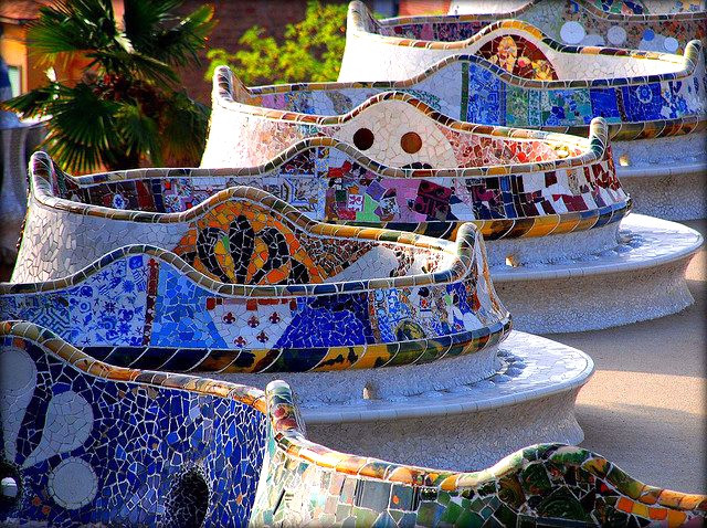 serpentine bench in Park Guell