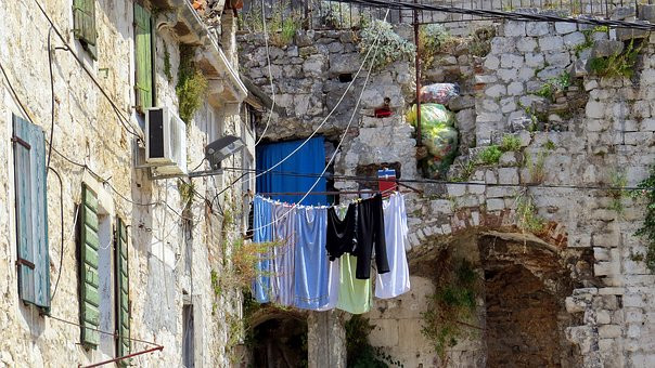 laundry drying from an apartment in Diocletian's Palace