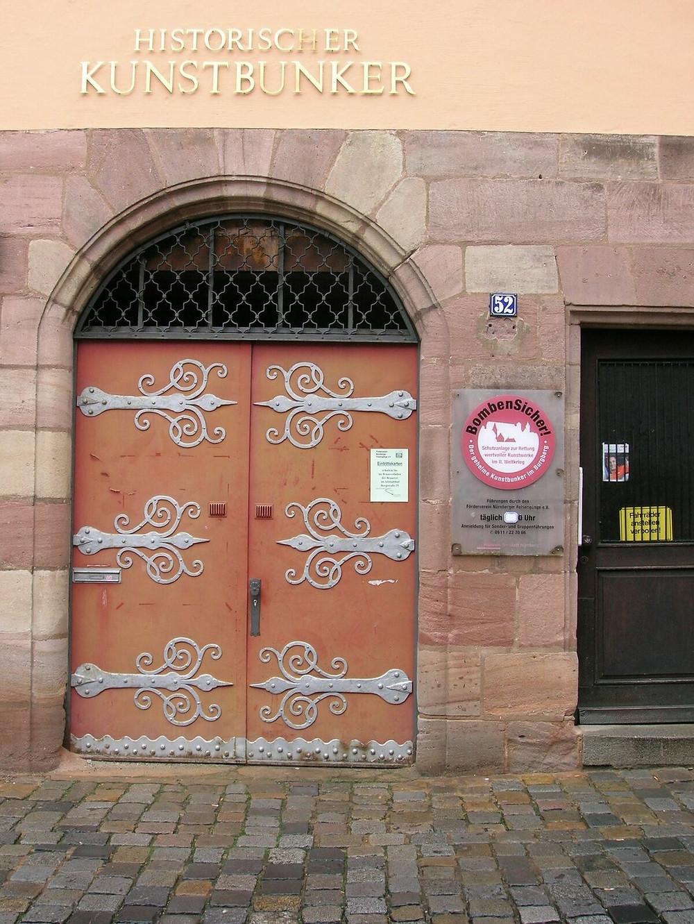 entrance to the Historischer Kunstbunier