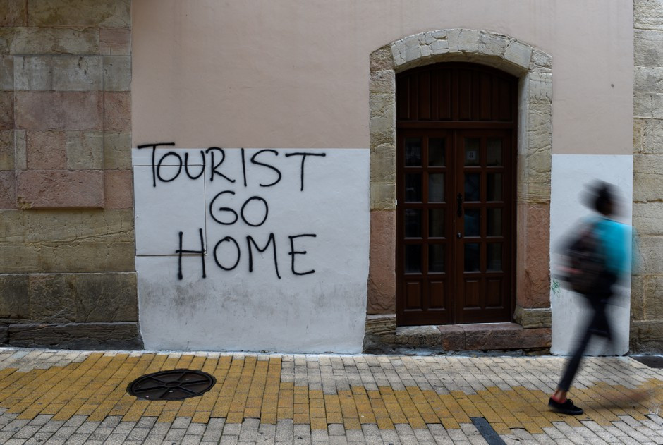 an anti-tourist sign in Oviedo, one of my favorite towns in Asturias Spain