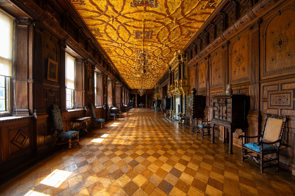 the Long Gallery of Hatfield House where important folk exercised