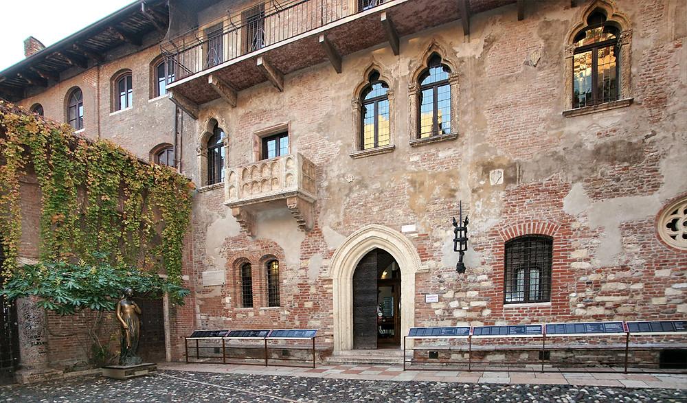 courtyard of Juliet's house