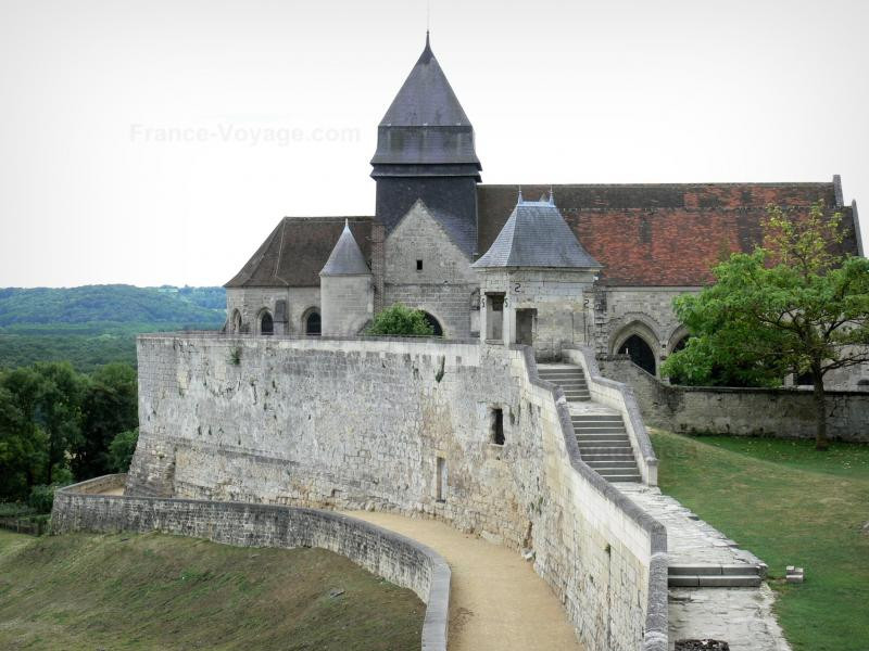 entrance to the ruins of the Chateau de Coucy
