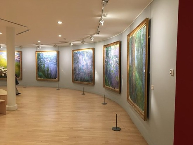 gallery with Monet's famous water lilies at the Musee Marmottan Monet