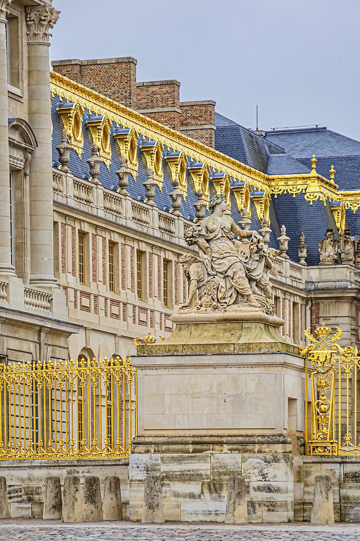 exterior of the Cour d'Honneur at Versailles