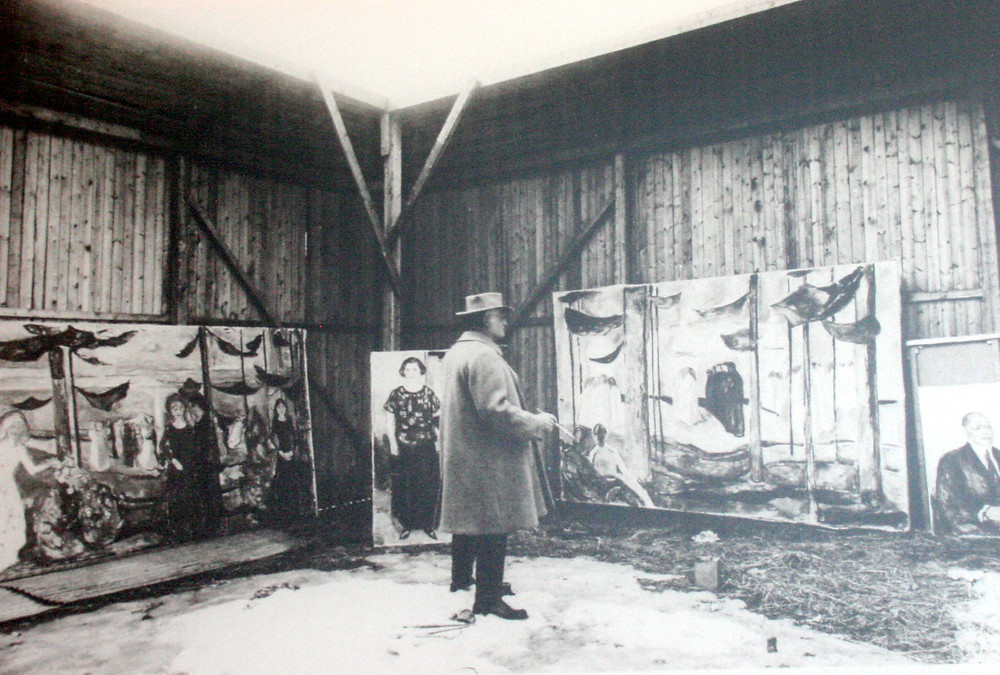 Munch in his outdoor studio in Ekley