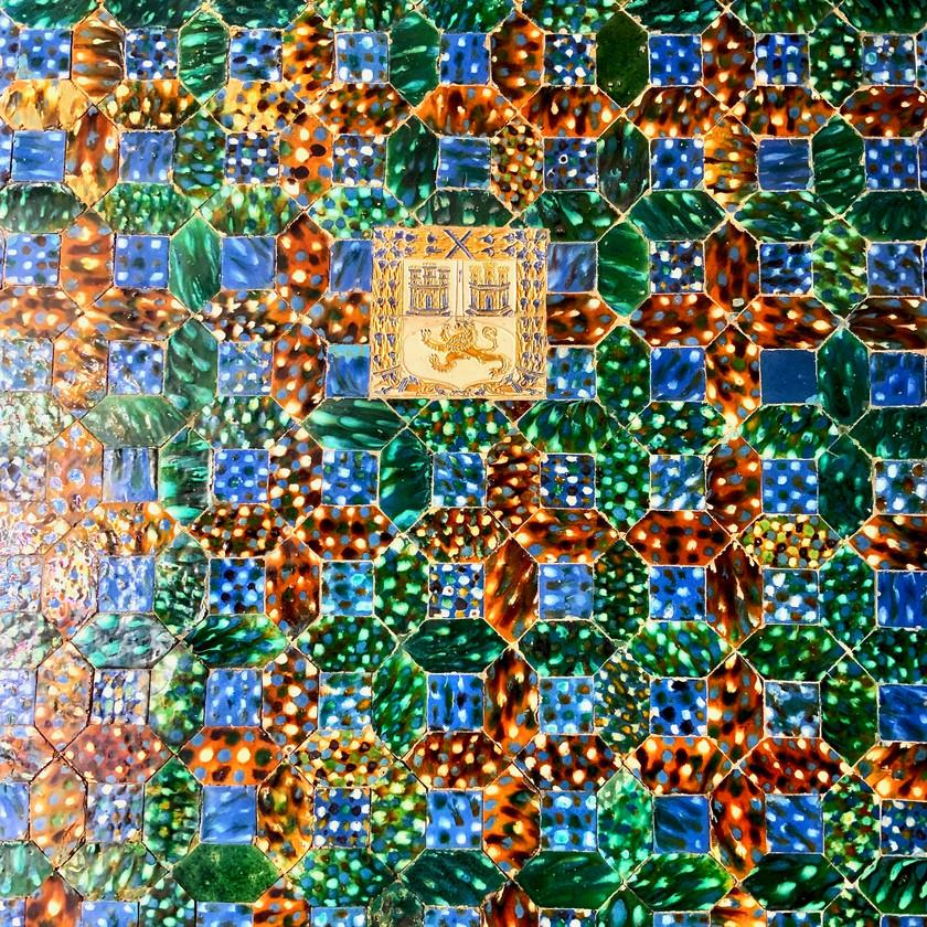 brilliant tiles with a family crest in the Casa de Pilatos