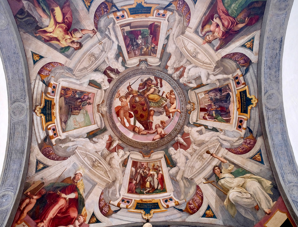 Mars holds the Medici coat of arms between putti. Fresco by Bernardino Poccetti
