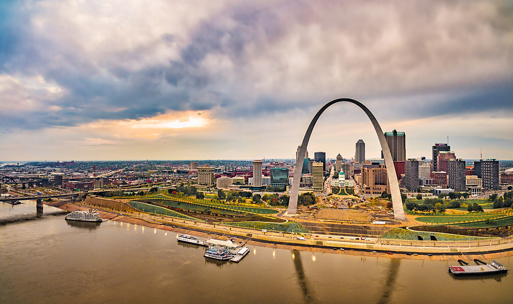 cityscape of St. Louis with the Gateway Arch