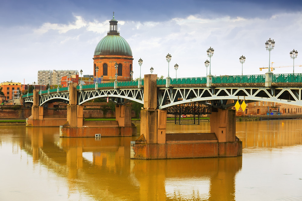 the famous Pont Neuf bridge in Toulouse