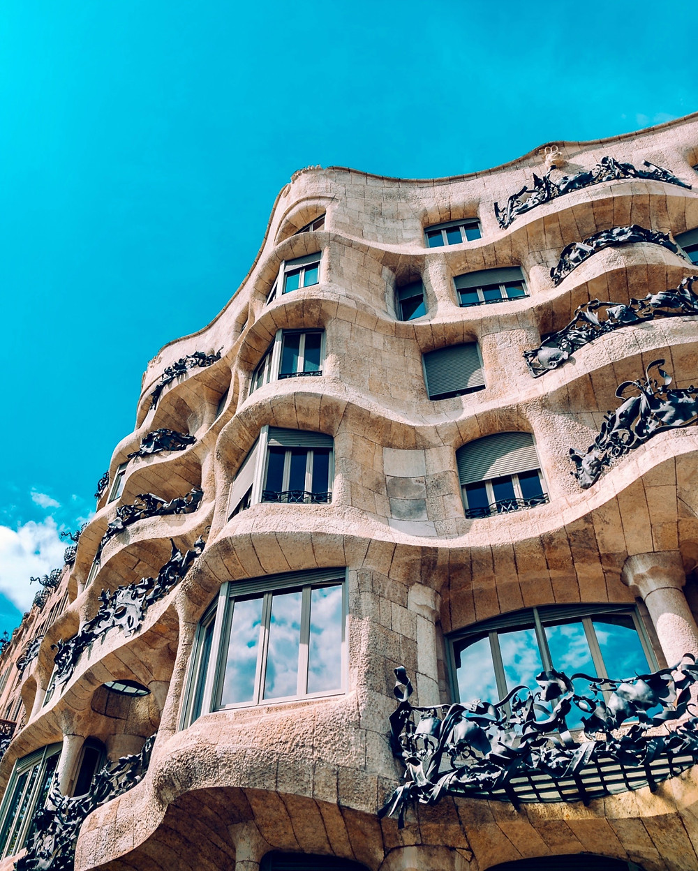the curvy undulating facade of Gaudi's Casa Mila