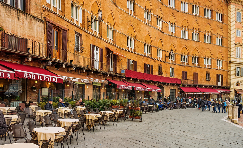 restaurants lining the Piazza del Campo in Siena