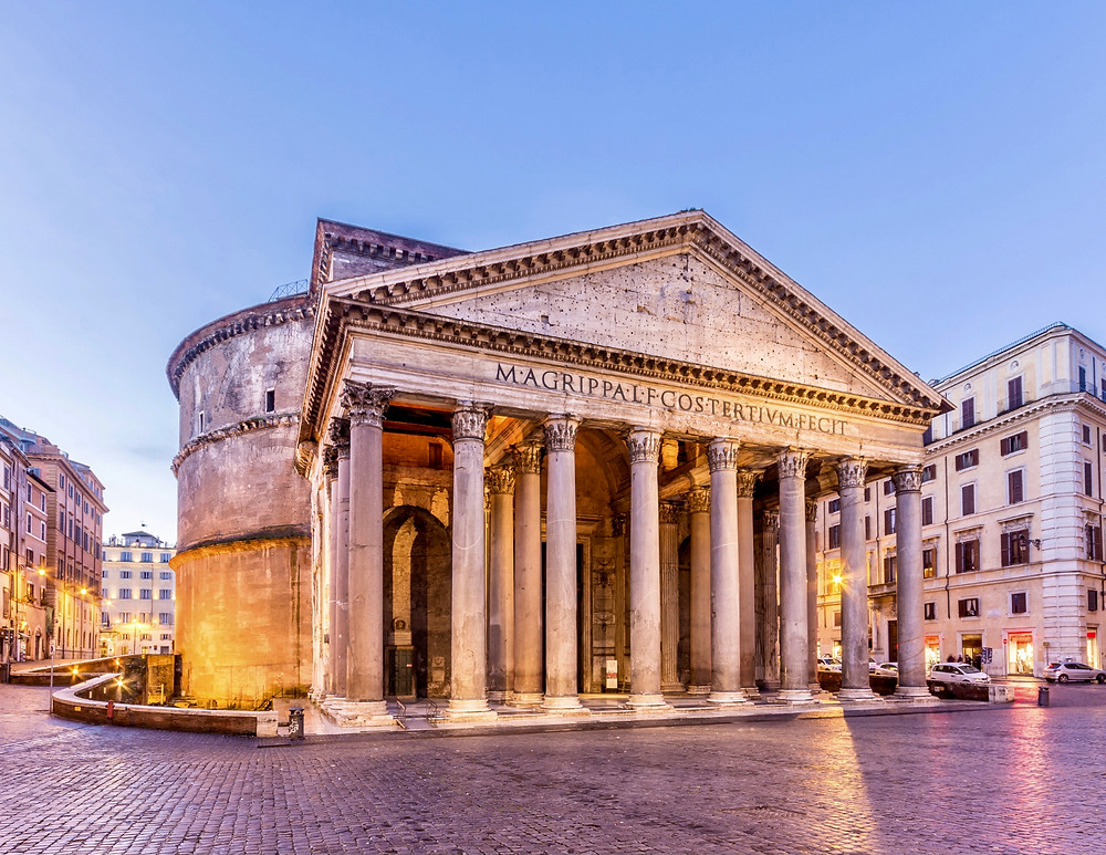 the Pantheon, a must see site in Rome