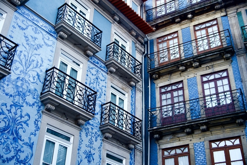 pretty blue and white tiled homes in Porto Portugal