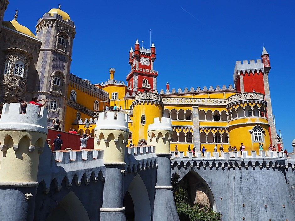 blue, red, and yellow exterior colors of the eclectic Pena Palace