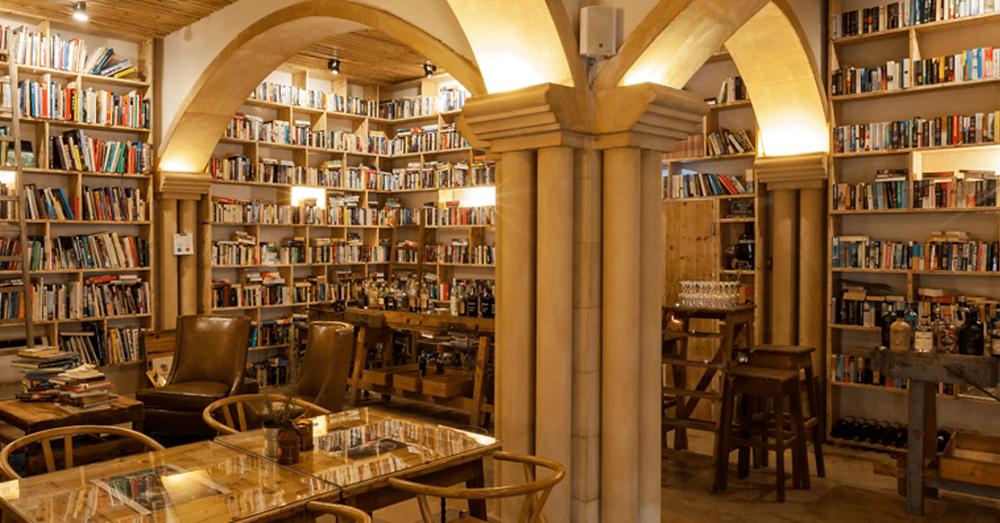 Literary Man Hotel Bookshop in Obidos