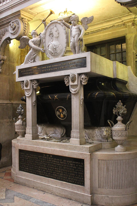Tomb of Queen Maria I in the Basílica da Estrela