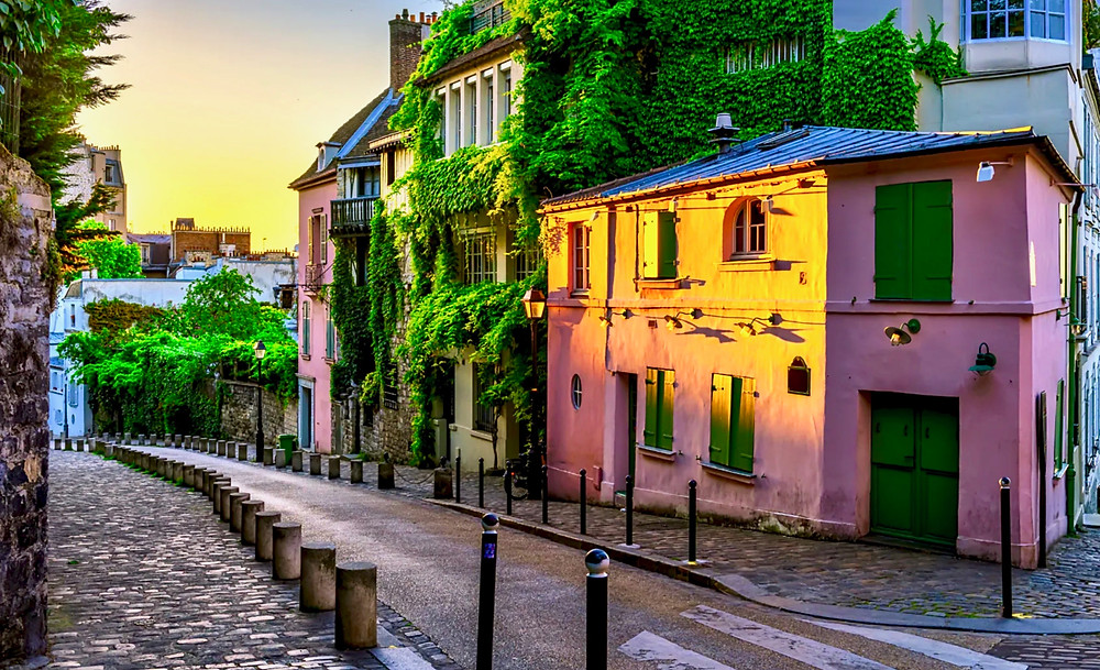 Maison Rose in Montmartre at sunset