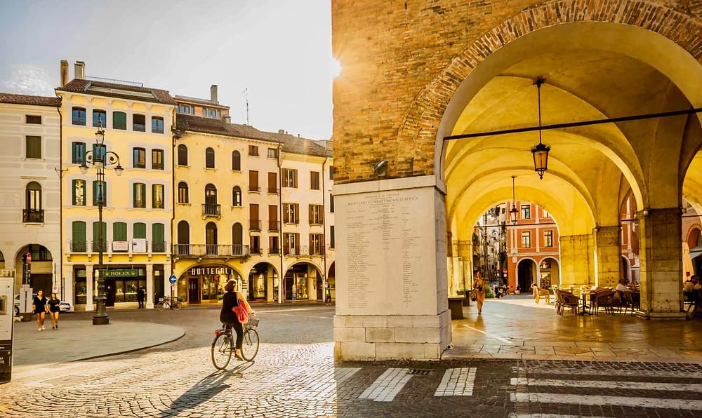 pretty Treviso, a pretty canal city