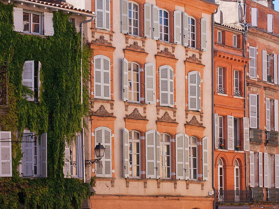 the pink and orange colors of Toulouse France, nicknamed La Ville Rose