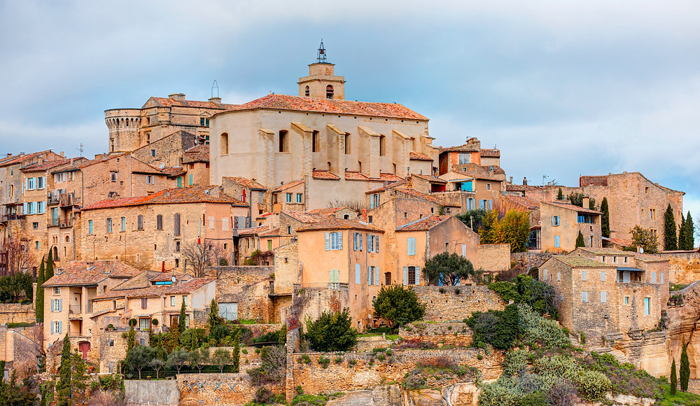 the Luberon hilltop town of Roussillon in Provence