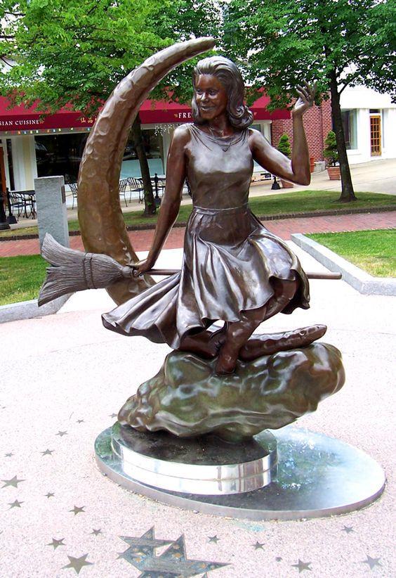 statue of Elizabeth Montgomery as Samantha