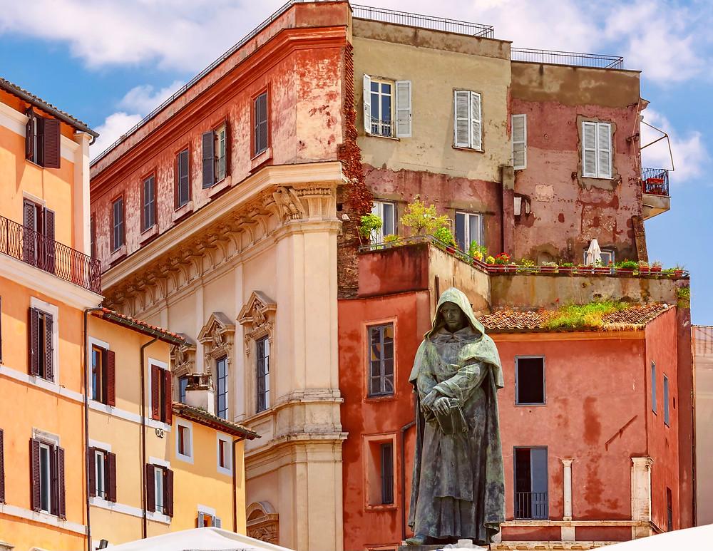statue of Giordani Bruno in the Campo de'Fiori