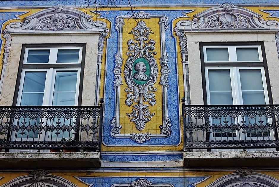 detail of the facade of Campo de Santa Clara, 124-26