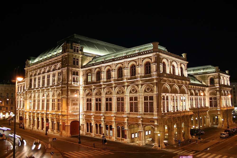 Vienna Opera house, looking oh so gorgeous at night