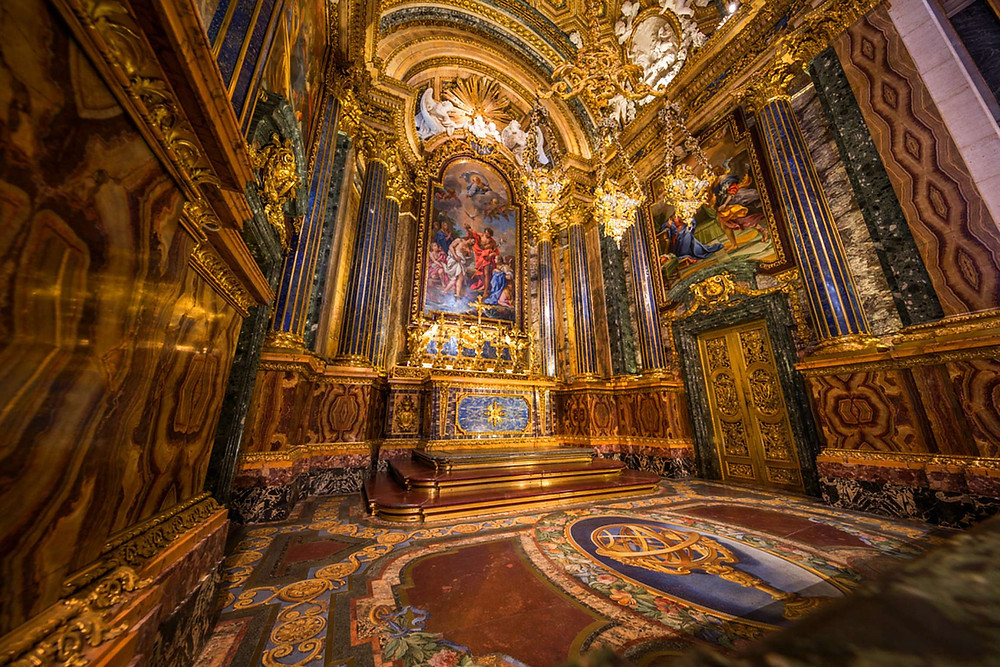 gaudy glittering interior of Church of São Roque
