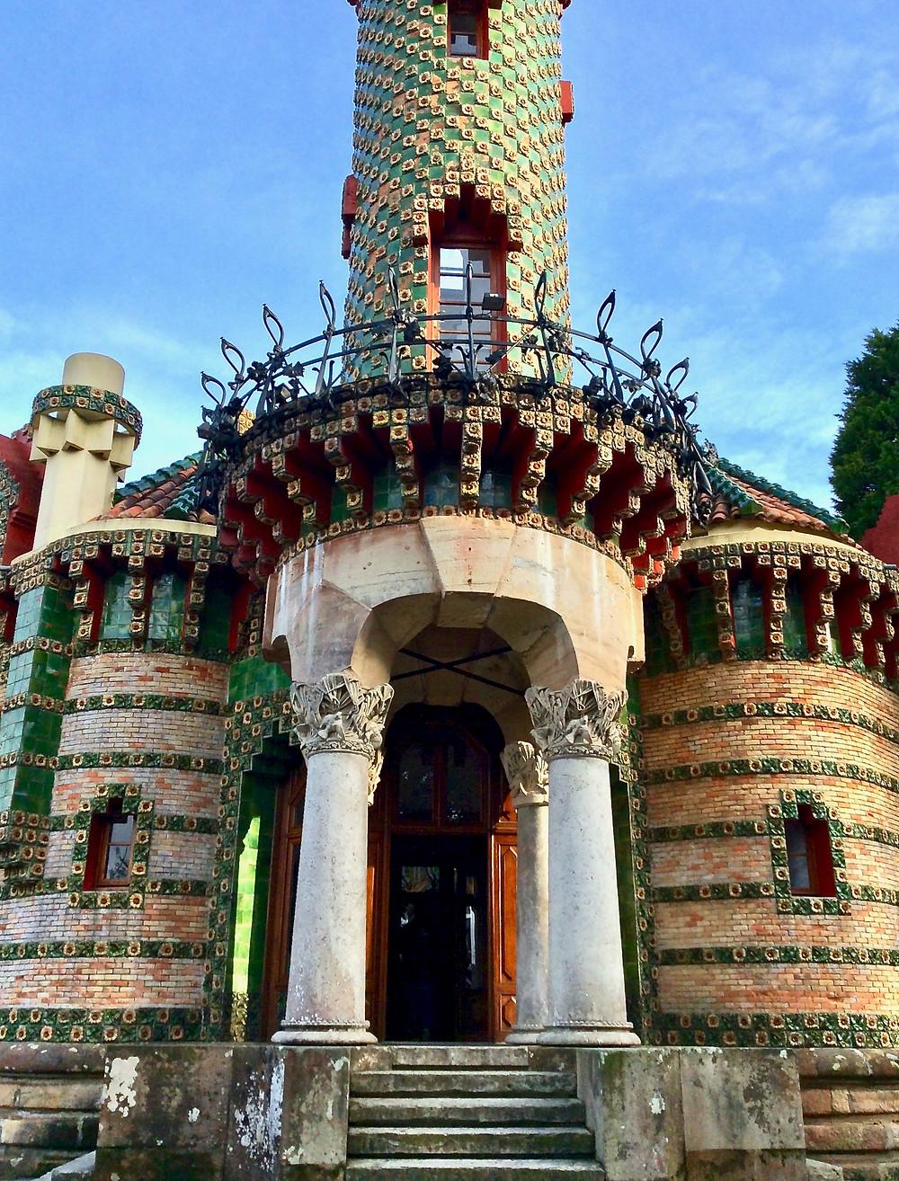 fancy columned entrance to El Capricho