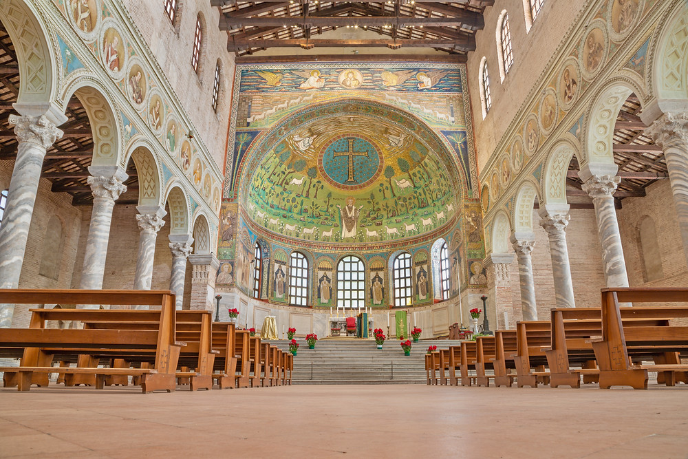 the nave of the Basilica of Sant Apollinare in Classe, with mosaics from the 6th century