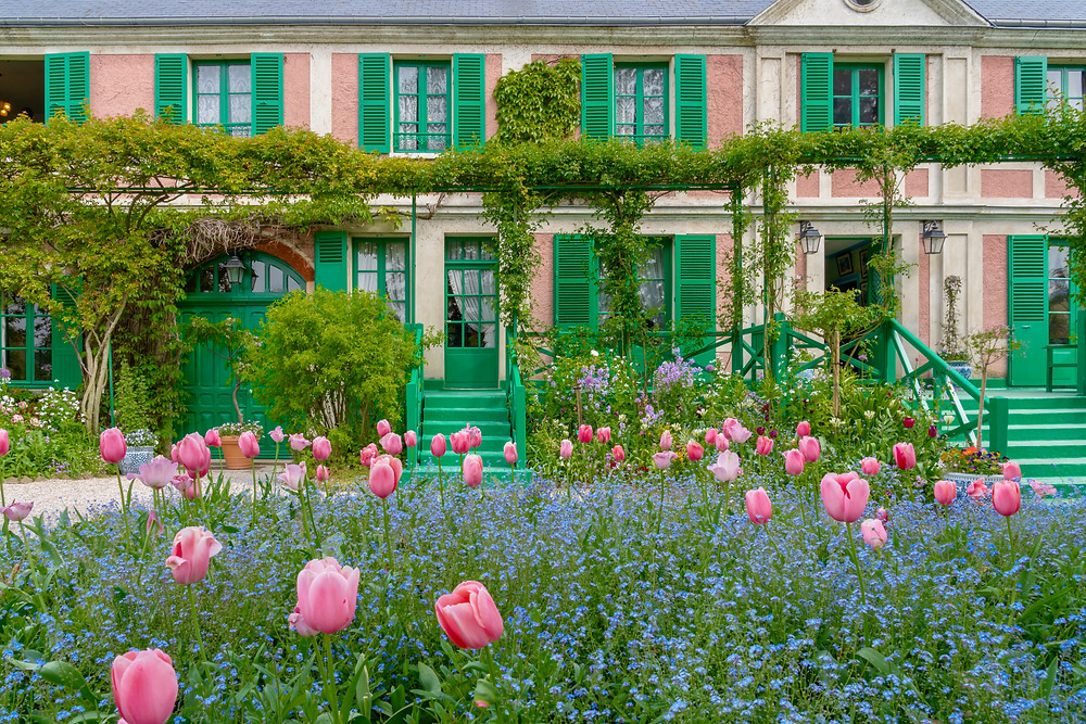 Claude Monet's pretty-in-pink house in Giverny